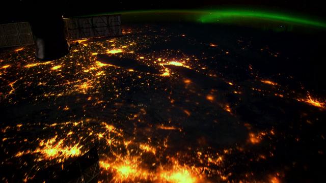 شفق قطبی را از فضا ببینید